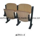 La madera de la escuela pública de las multimedias preside la tabla