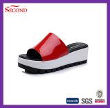 Sandalo del cuneo delle donne