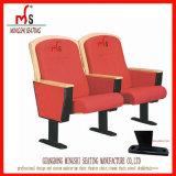 Silla del auditorio de los muebles de escuela en sala de reunión