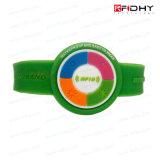Le fournisseur différent de bracelet des modèles RFID ajoutent un amusement et un regard Hip à n'importe quel événement