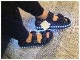 2016 il nuovo disegno Lunimous illumina in su i sandali del LED
