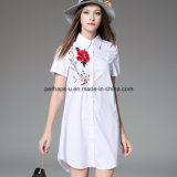 Вышитая способом кофточка способа рубашки белых повелительниц длинняя
