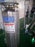 機械に投薬するアルミ缶の液体窒素