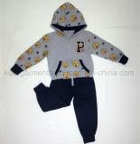아이 옷에 있는 아이 소년 스포츠 착용 한 벌