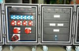 El panel de potencia de salida de 3 fases con los conectores 32A