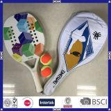 La raqueta de tenis de encargo de la playa de Durbale con lleva el bolso y bolas