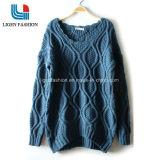 숙녀를 위한 다른 패턴을%s 가진 유행 뜨개질을 한 스웨터