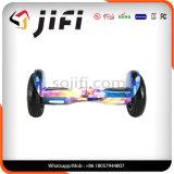 """Auto do fabricante que balança o """"trotinette"""" elétrico de duas rodas com diodo emissor de luz e Bluetooth"""