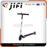 Individu équilibrant le scooter électrique de véhicule de deux-roues de Hoverboard