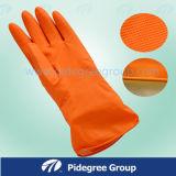 Домоец работы очищая устранимые перчатки PVC