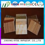 Painel de parede de madeira da decoração do painel do PVC de Laminatied dos sulcos para a decoração interior