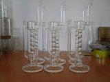 手によって吹かれる濾過器のガラス泡管