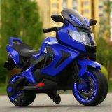 Conduite de moto de batterie de bébé sur la moto électrique de vélo