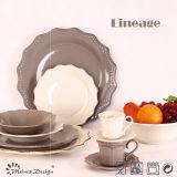Antiquité avec l'ensemble de vaisselle de grès de brosse