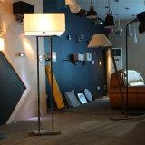 現代ホテルのDecoratoveの旧式な真鍮の永続的な床ランプ