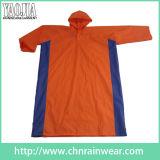Capa de lluvia encapuchada del PVC del color anaranjado con el mejor precio