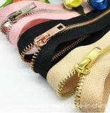 Großhandelsgepäck-langkettiger goldener Messingreißverschluß 5# für Beutel