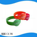 Wristband del silicone di 13.56MHz RFID per RFID che chiude sistema a chiave
