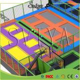 Trampoline urbano galvanizado das crianças do parque de diversões da tubulação com rede de segurança