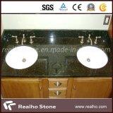 Granito de Vanitytops Verde Ubatuba del cuarto de baño con los fregaderos de cerámica dobles