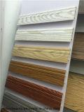 Scheda di bordatura di WPC sul bordo delle pareti