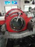 Corte del tubo de acero que rosca la máquina