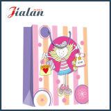 Kleider des Zoll-4c gedruckten Mädchens, die Einkaufen-Papiergeschenk-Beutel packen