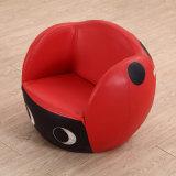 공상 소파는 아이들 또는 공 의자 아이들 가구를 위해 놓았다