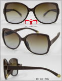 عصريّة وحارّ يبيع نظّارات شمس بلاستيكيّة ([وسب601538])