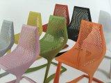 Nueva silla del negro del diseño con el moldeo por inyección plástico del orificio