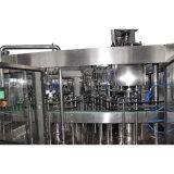 Máquina en botella agua mineral