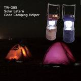 El acampar ligero con el panel solar