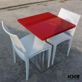 茶表の机の人工的な石造りのダイニングテーブル