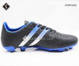Chaussures du football et chaussures de sports du football
