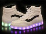 공장 도매 스포츠 단화 운동화, 남자 및 여자 LED 가벼운 단화