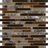 不規則で自然な表面の壁のタイル、ベージュ大理石の石造りのモザイク