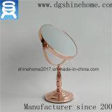 Ouro novo de Rosa do projeto chapeado em volta do espelho do banho da composição