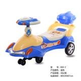 Passeio interno do divertimento das crianças no carro do balanço do bebê do brinquedo do carro