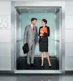 عادية سرعة مسافر مصعد مع صغيرة آلة غرفة [سري] سكنيّة