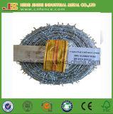 1.57mm亜鉛上塗を施してある230g/平方メートルの高い抗張二重ねじれの有刺鉄線