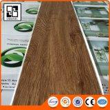 Prix de gros étanche à l'humidité de plancher de PVC de chêne de modèle intérieur