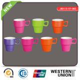 Caneca de café da porcelana da cor contínua