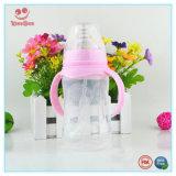青く、ピンクの広い首の二重ハンドルが付いているプラスチックミルクの挿入びん