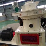 La pallina di legno di uso dell'azienda agricola lavora la riga alla macchina di legno macchina di pelletizzazione
