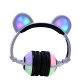 Écouteurs mignons d'oreilles d'ours avec des éclairages LED