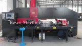 La O digita la macchina della pressa meccanica della torretta di CNC