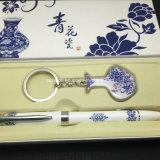 Keychain y caja determinada del regalo de la pluma
