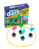 屋外のおもちゃの屋内パーティー用のゲームの投げ矢ボードの楽しみは庭の柔らかい芝生の投げ矢をもてあそぶ