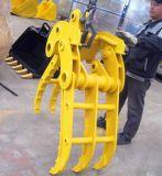El excavador hidráulico de la fábrica Un122 que gira ataca