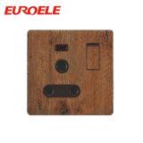 Socket cambiado 13A de madera de la cuadrilla del color 2 con la luz